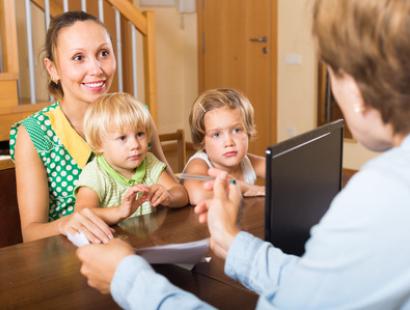 NIK z niepokojem rodzinnych formach pieczy zastępczej